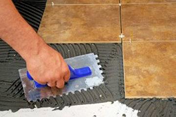 Раньше половую плитку укладывали на слой чистого цемента в 3 мм