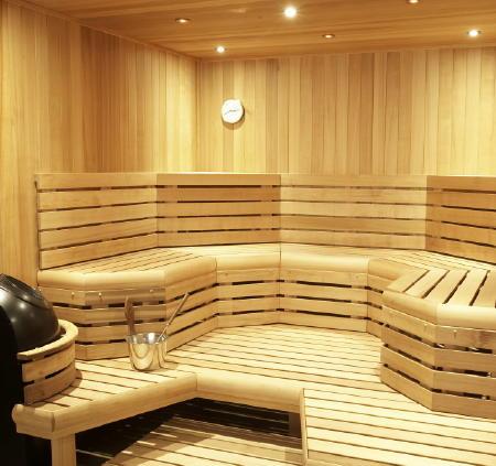 При строительстве сауны в первую очередь учитываются конфигурация и размер вашего дома